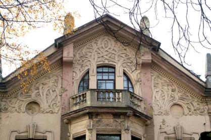 Fragment fasady willi Juliusza Langego, ul. Wólczańska 51