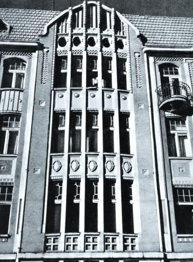 Fragment fasady kamienicy przy ul. Narutowicza 44, wg: Wallis Mieczysław, Secesja, Arkady 1967