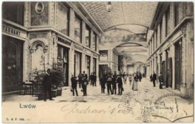 wnętrze Pasażu Mikolascha, skan pocztówek            z Lwowa; źródło: biblioteka zdjęć www.lvivcenter.org