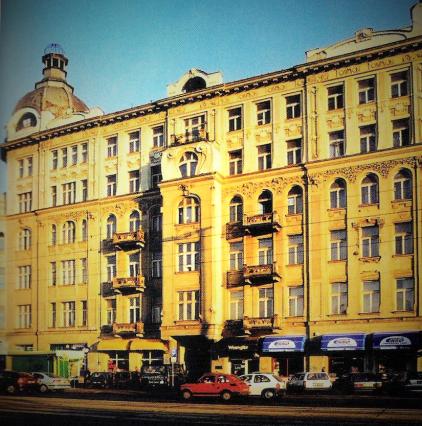 Fasada kamienicy Wilhelma Rakmana, Al. Jerozolimskie, wg: Szkurłat Anna, Secesja w architekturze Warszawy, Towarzystwo Opieki nad Zabytkami, Warszawa 1999