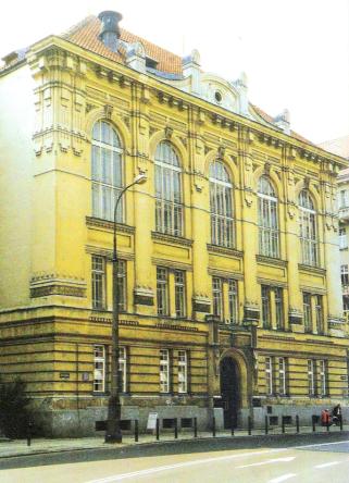 Fasada gmachu Wydziału Architektury Politechniki Warszawskiej, wg: Szkurłat Anna, Secesja w  architekturze Warszawy, Towarzystwo Opieki nad Zabytkami, Warszawa 1999