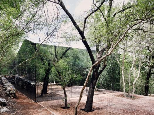 dom w krajobrazie