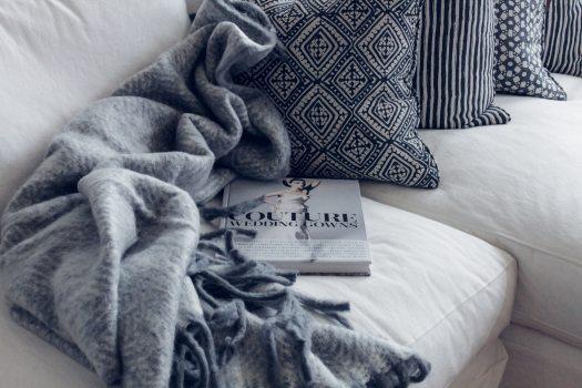 blanket-book-comfort-1421176